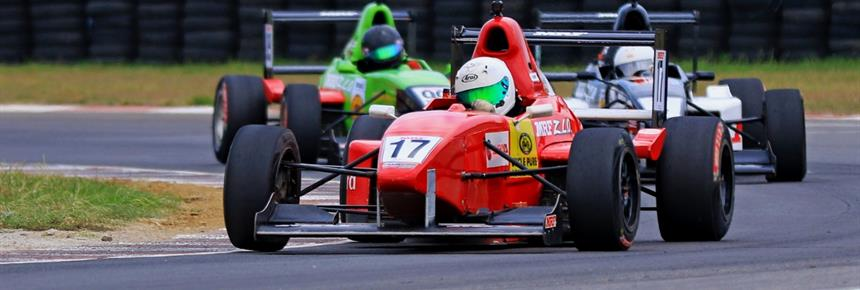 Yash Aradhya (No.17), who won Race 2 in MRF F1600 category (Sept 9) (1200x458)